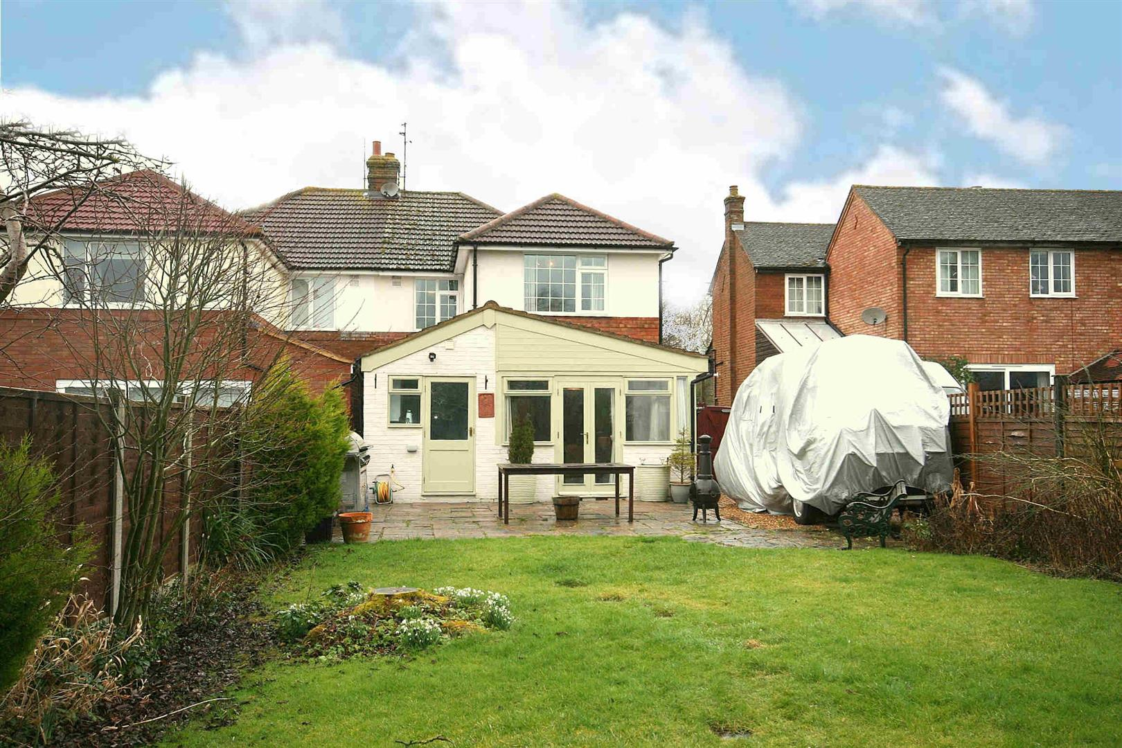 4 Bedrooms Semi Detached House for sale in School Lane, Eaton Bray, Beds.